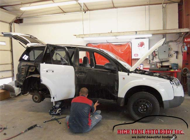 Repairing the paint on a Saturn Vue
